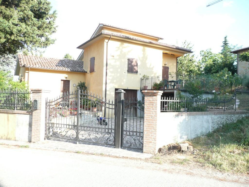 Vendesi a camerino agenzia immobiliare domus conedil for Case affitto matelica