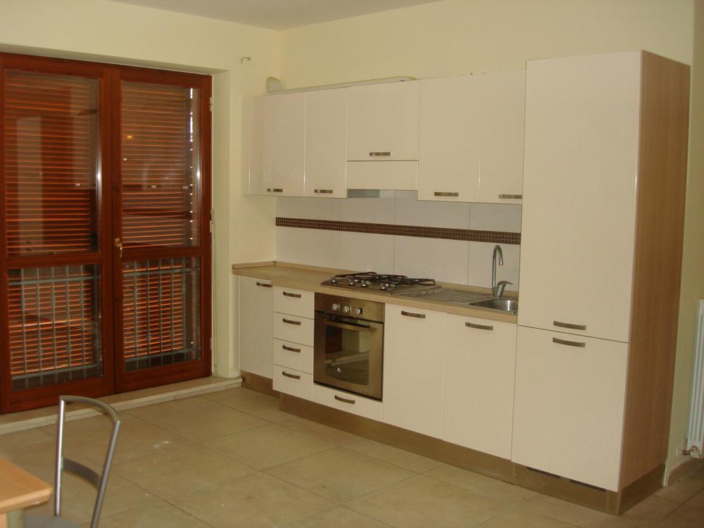 In affitto a camerino agenzia immobiliare domus conedil for Case affitto matelica