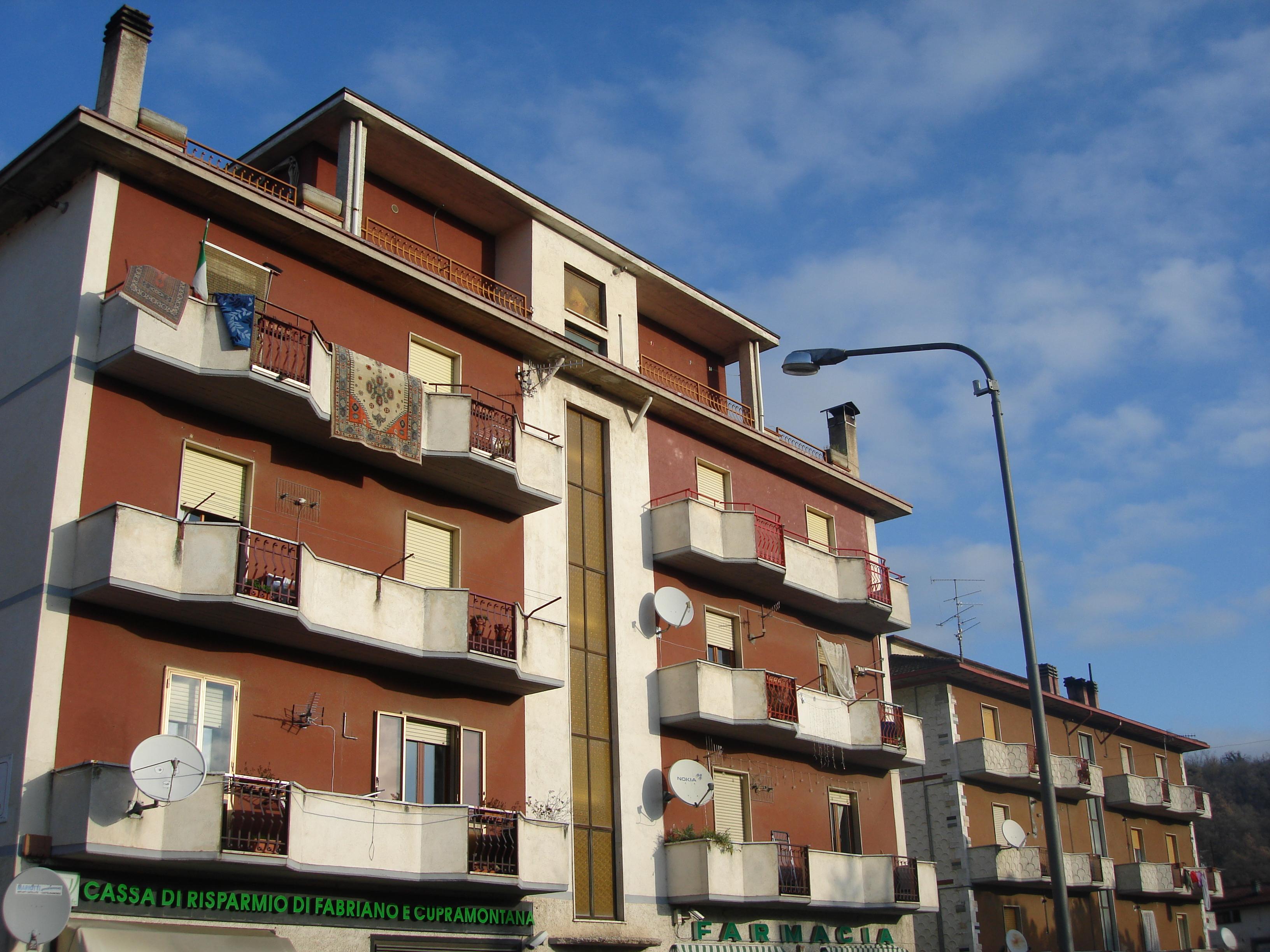 Vendesi a selvalagli agenzia immobiliare domus conedil for Case affitto matelica